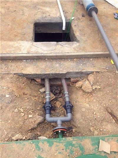 故该污水处理工程决定采用全埋地式结构,上部覆土,种植花木,草坪