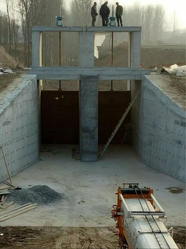 1计算模型在实际工程中框架结构的闸门启门力是启闭机容量选择的重要